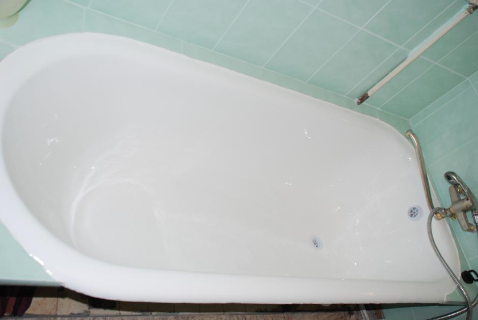 Как покрыть чугунную ванну акрилом своими руками